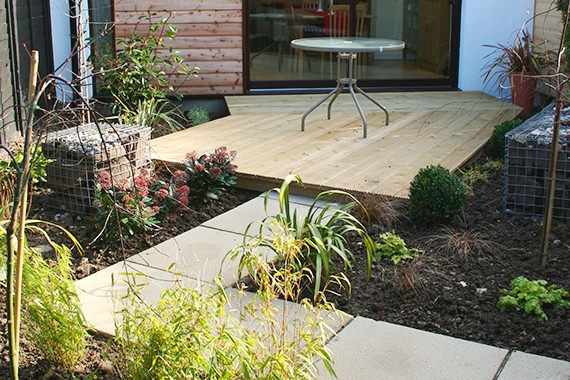 Garden landscaping of Gilbert Avenue extension by Grant at Bulloch Architecture
